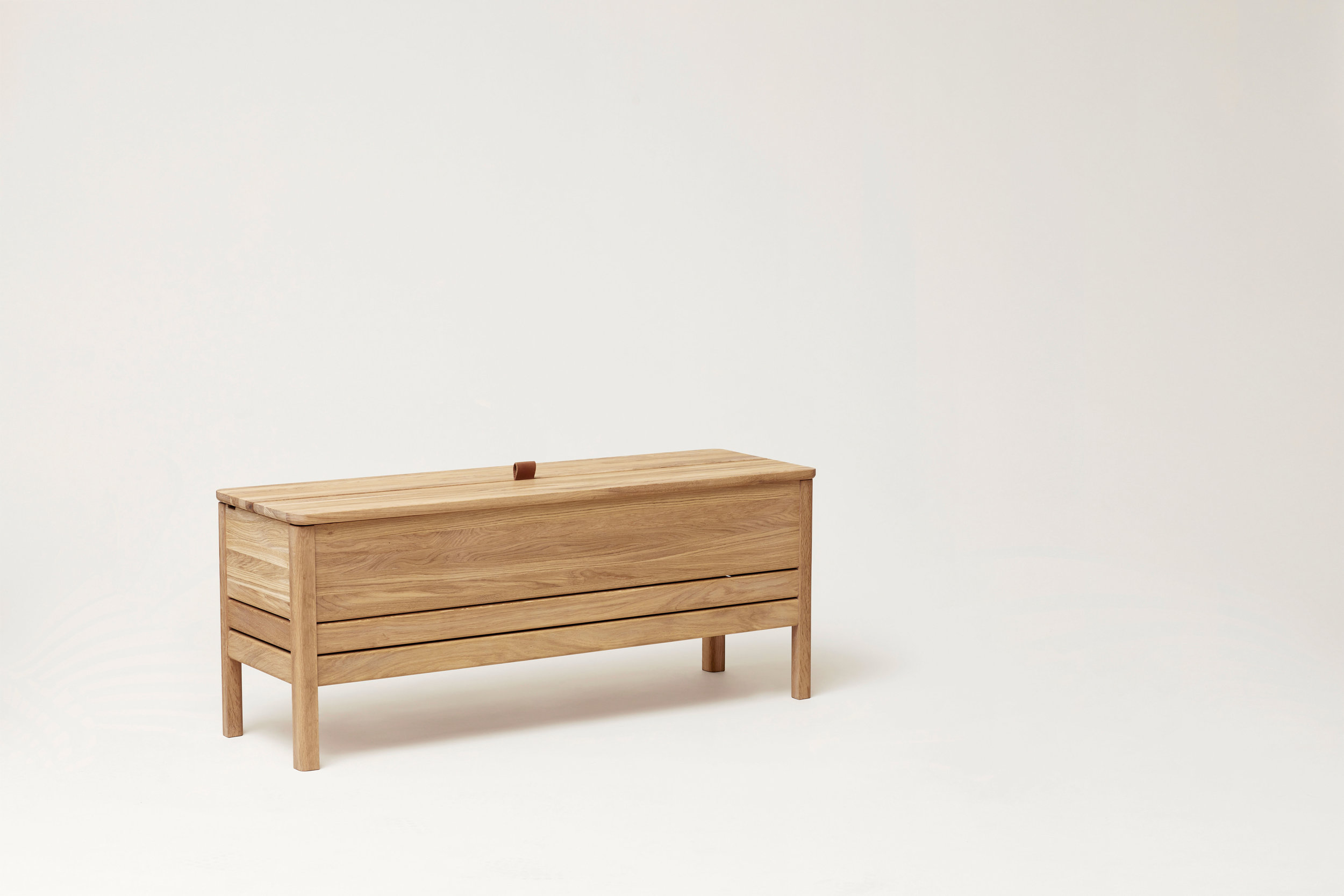 F&R_A-line-storage-bench-oak_2.jpg