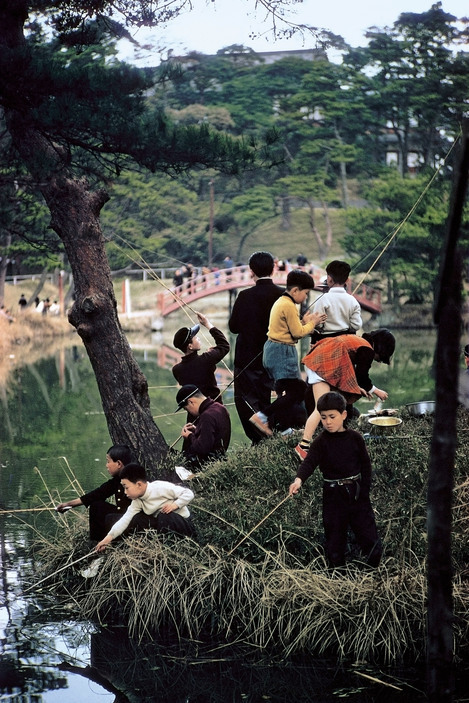 Children fishing in Tokyo, 1960 by ElliottErwitt