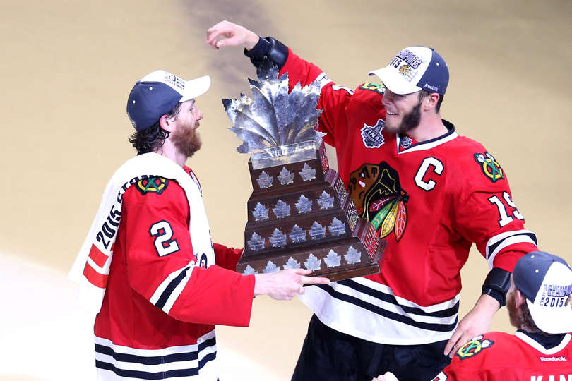 Duncan Keith and the Conn Smythe Trophy - Photo by Jonathan Daniel / Getty Images