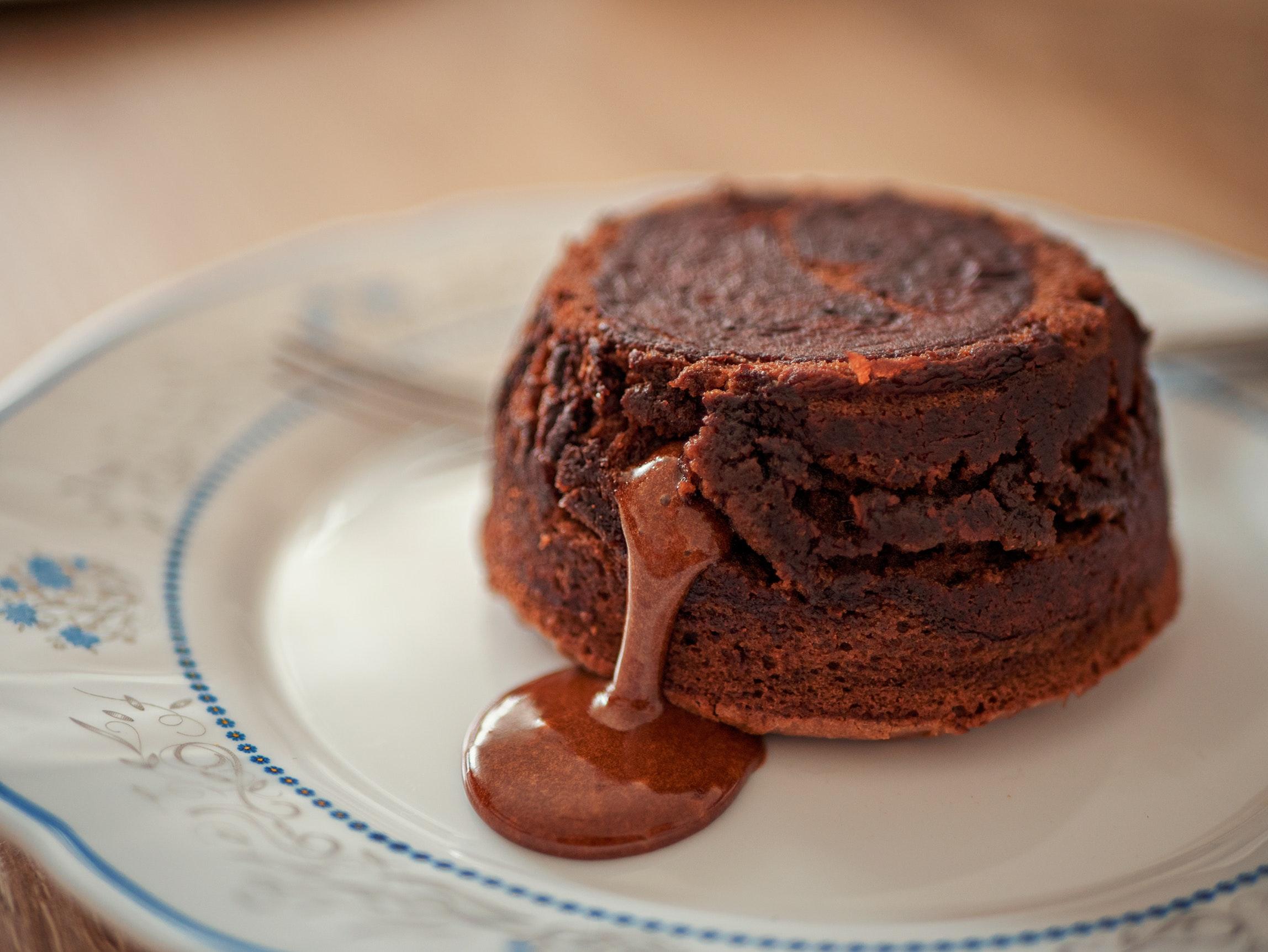 blur-cake-chocolate-360940.jpg