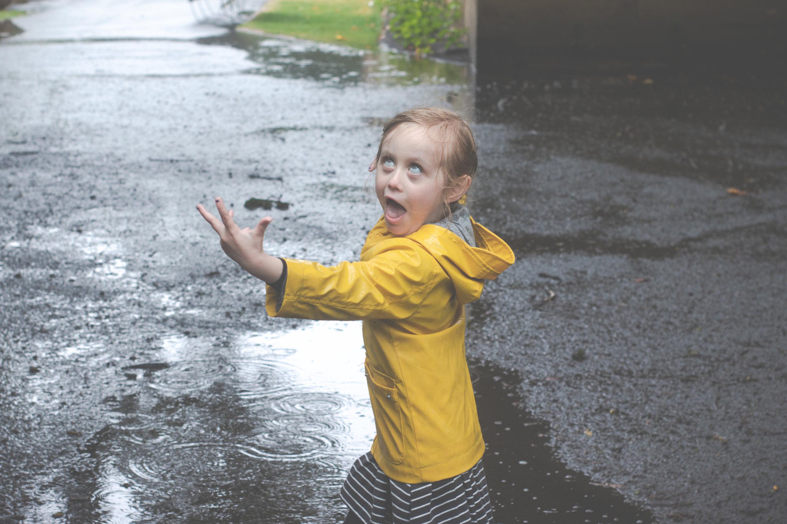 maternity-pregnancy-photoshoot-bradford-outdoor-rainy-cliffe-castle-5