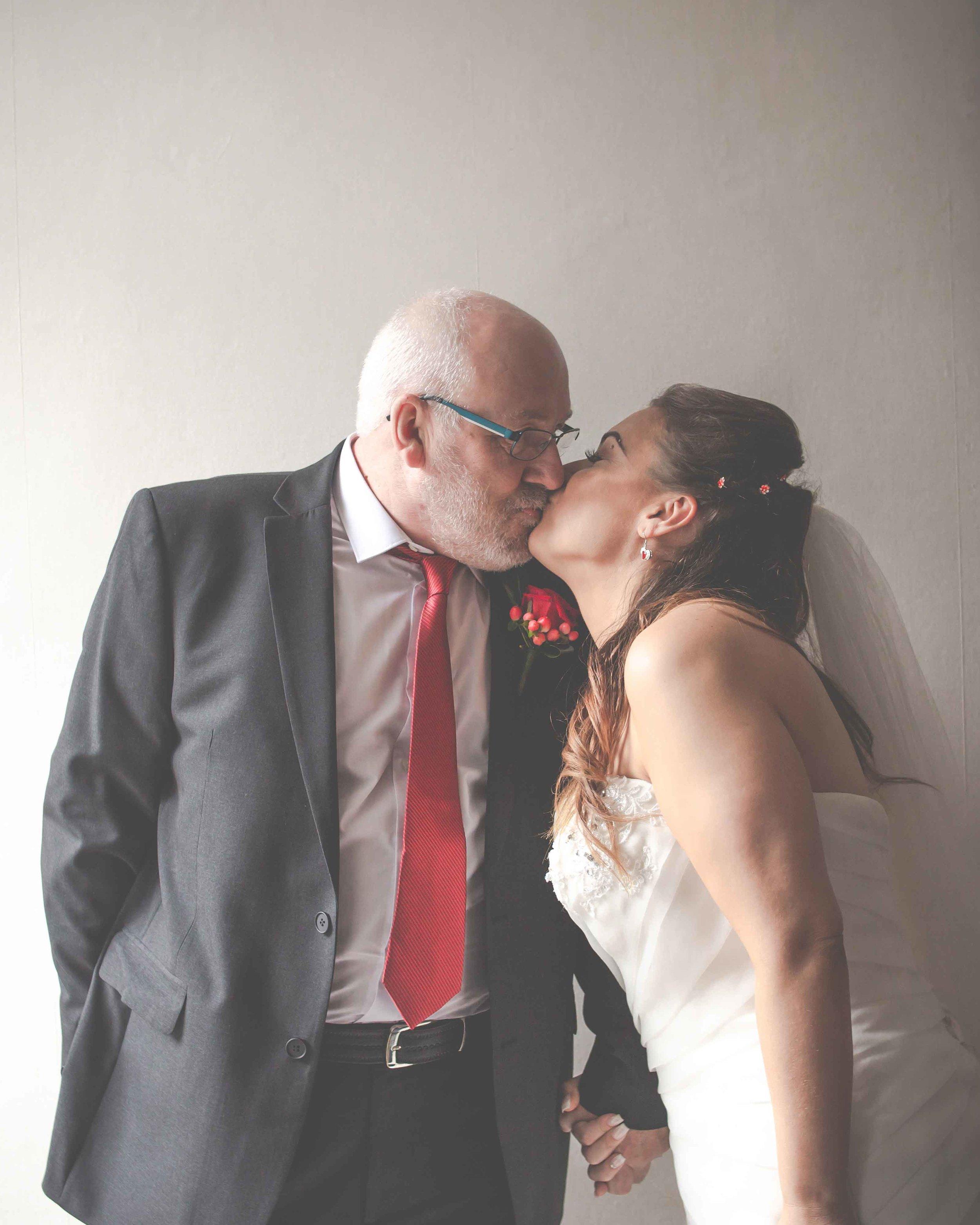 st-johns-ingrow-keighley-wedding-photos-08
