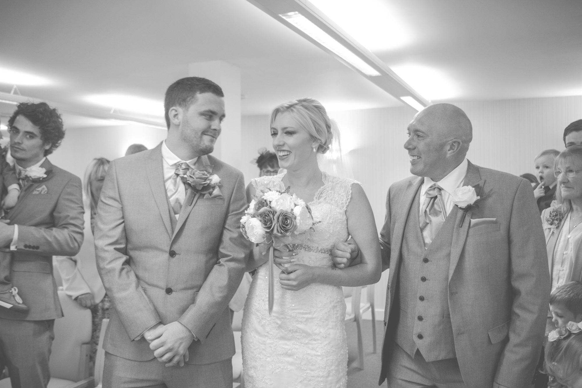 skipton-registry-office-wedding-photography-23.jpg