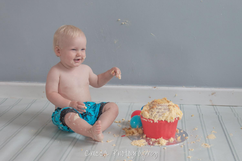 baby-child-cake-smash-photos-keighley-skipton-10.jpg