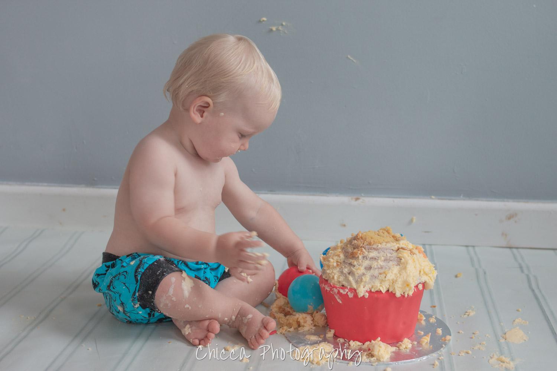 baby-child-cake-smash-photos-keighley-skipton-13.jpg