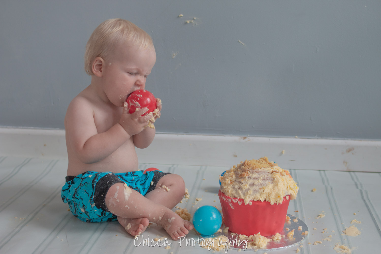 baby-child-cake-smash-photos-keighley-skipton-14.jpg