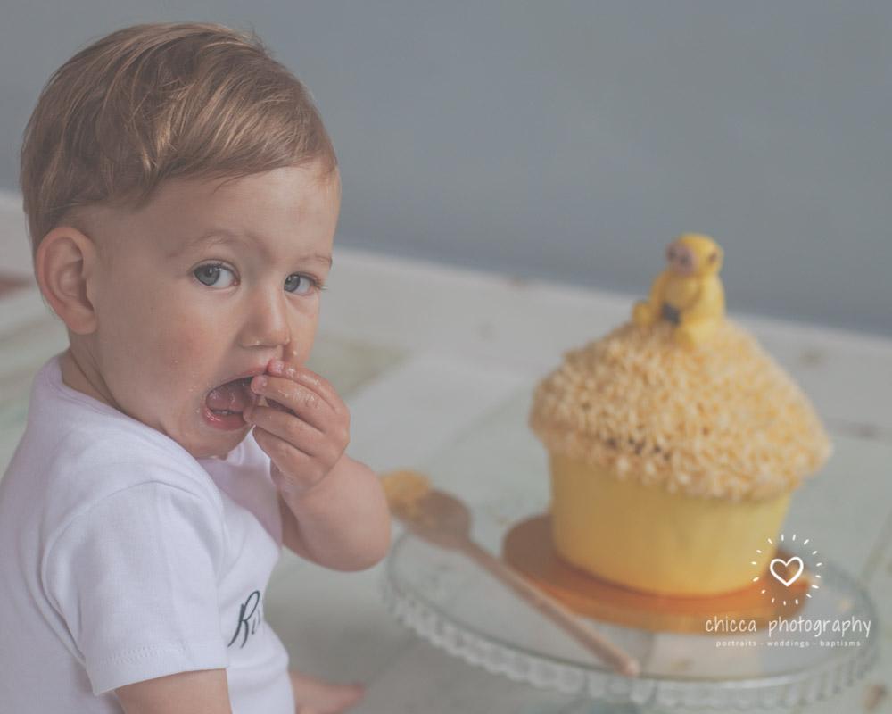 keighley-cake-smash-photo-shoot-bradford-skipton-chicca-11.jpg