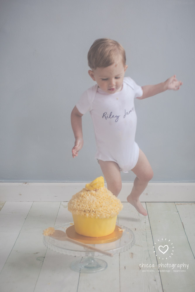 keighley-cake-smash-photo-shoot-bradford-skipton-chicca-15.jpg