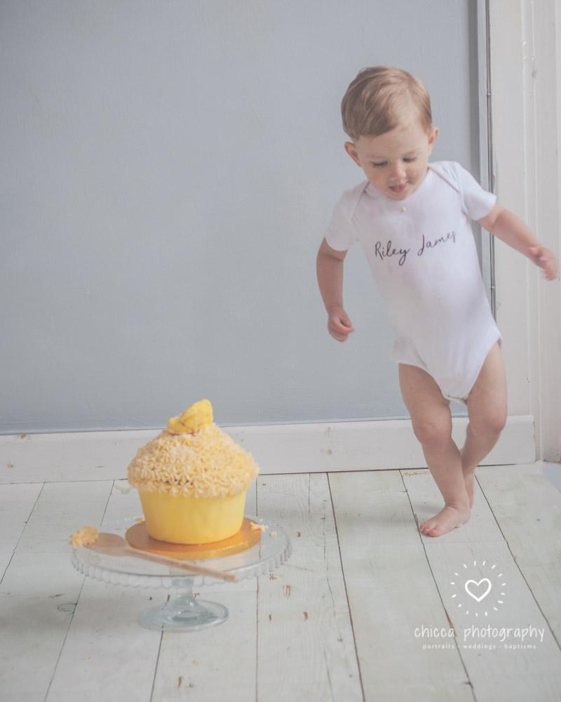 keighley-cake-smash-photo-shoot-bradford-skipton-chicca-16.jpg