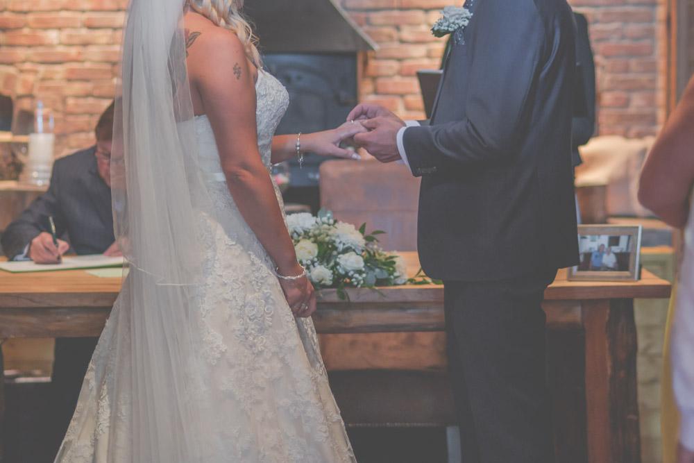 otley-chevin-lodge-wedding-leeds-bradford-photographer-chicca-20.jpg
