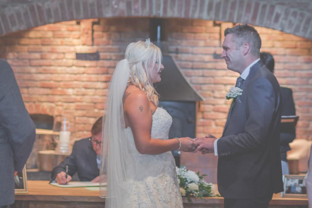 otley-chevin-lodge-wedding-leeds-bradford-photographer-chicca-24.jpg