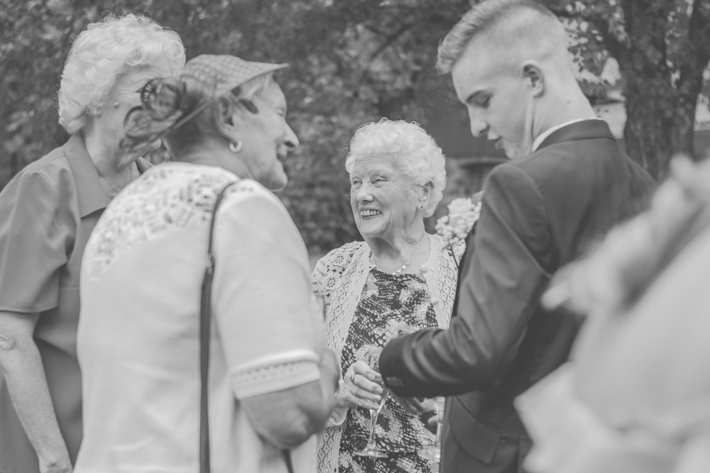 otley-chevin-lodge-wedding-leeds-bradford-photographer-chicca-37.jpg