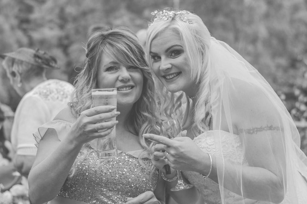 otley-chevin-lodge-wedding-leeds-bradford-photographer-chicca-42.jpg