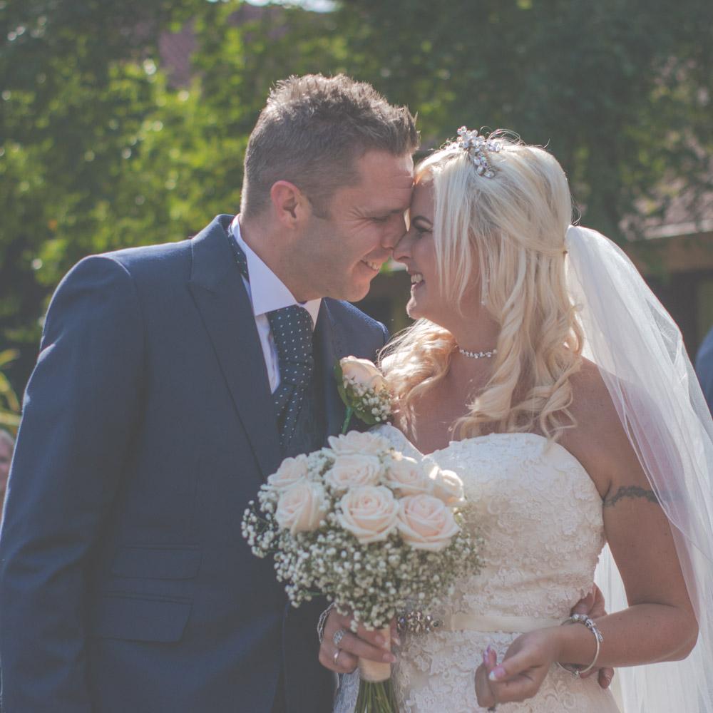 otley-chevin-lodge-wedding-leeds-bradford-photographer-chicca-52.jpg