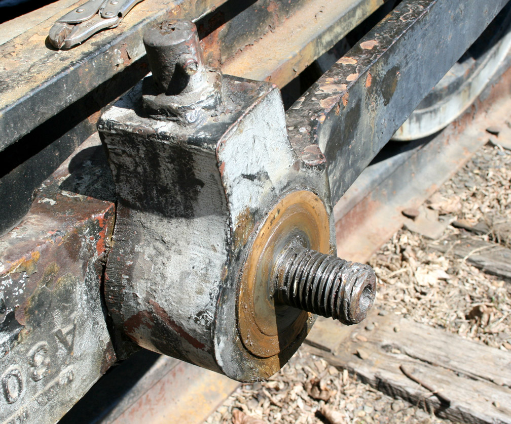 Opening cylinders loosening nuts_bolts 029.JPG