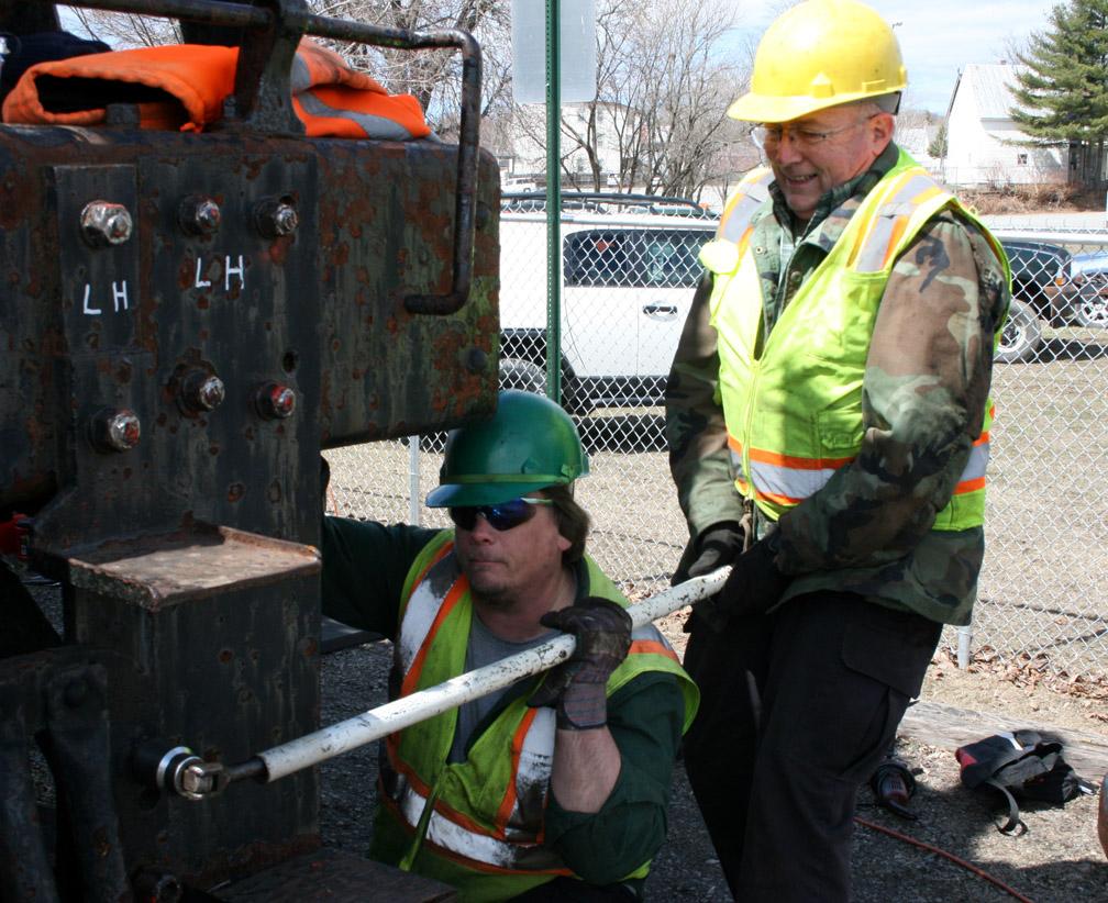 Shawn helps lift Ron_s tool..JPG