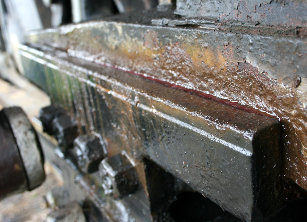 Cleaning crosshead guides 2.JPG