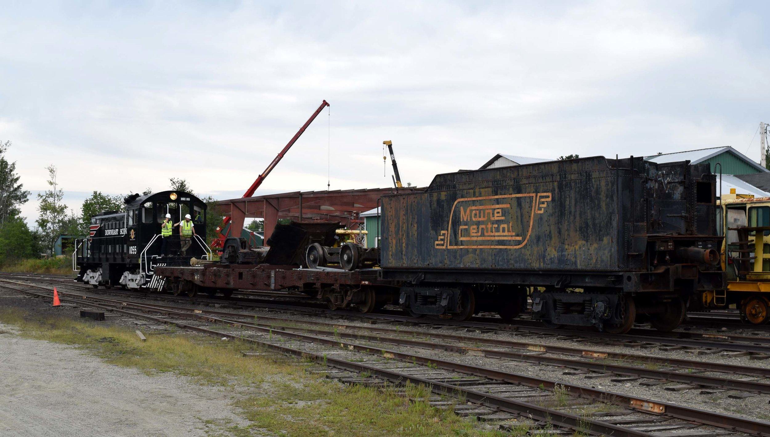 470 parts roll through Washington Jct. Yard.JPG