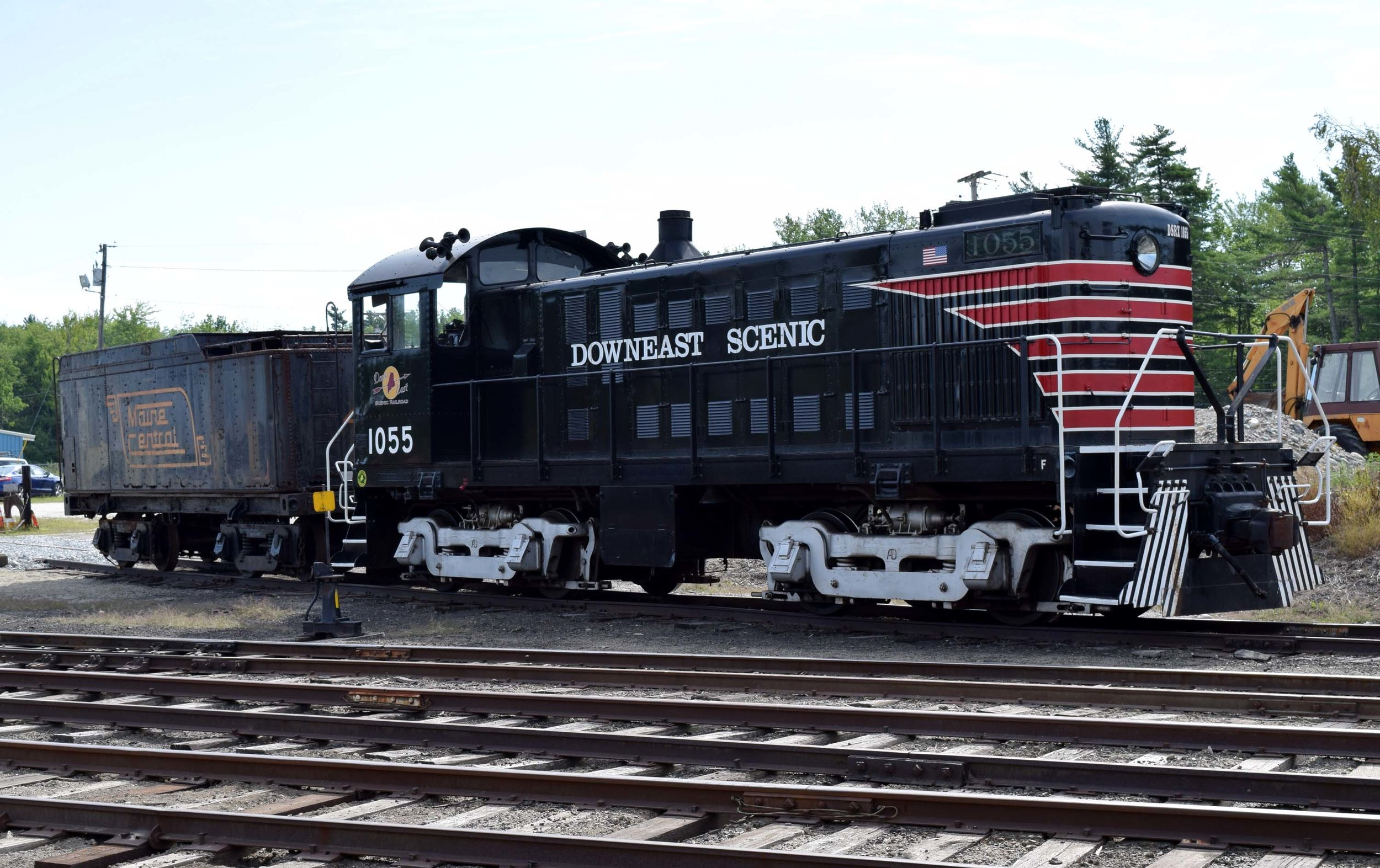 DESR 1055 with 470 tender.JPG