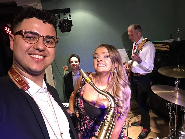 Smiles all round at last night's wedding in Letchworth! Congrats again to Phil & Cathy! Thank you for letting us be a part of your special day 💖💍🙏 ... though  we're sad Geoff missed out on the group photo! 💥🍭#weddingband #wedding #weddingentertainment #livemusic