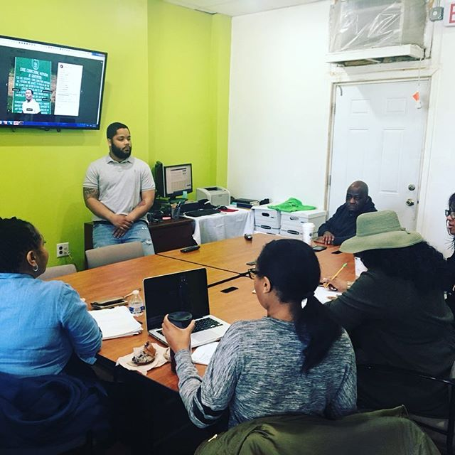 So great to have Jeremy at our entrepreneurship class this morning. ••• He shared his experience using social media and the tools that help him successful in his business and graphic design projects. He will join us again next week to help some of our students set up their business' social media accounts! ••• Make sure to give him a follow!!
