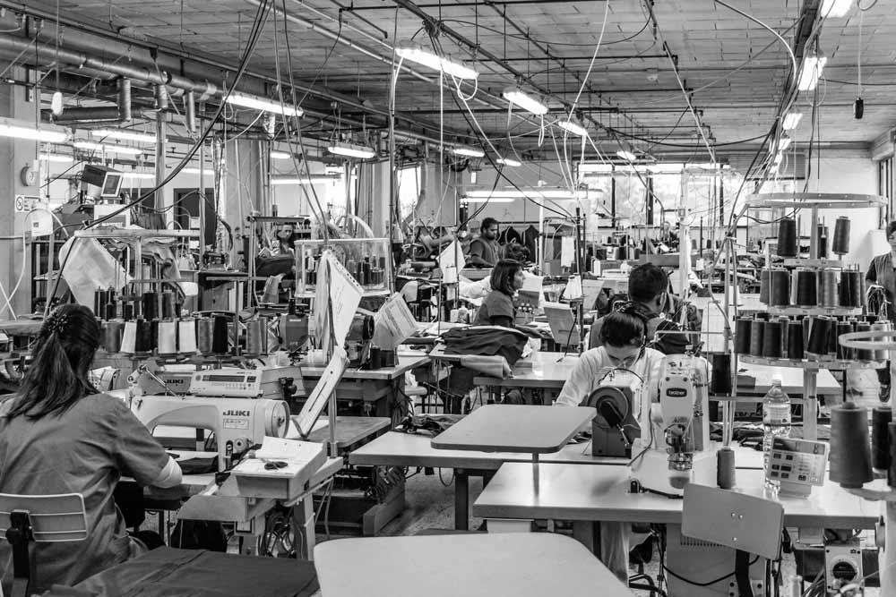 Die etwas andere Uniform - Maßkonfektionierte Lösungen; Mitarbeiterausstattung für Damen und Herren von höchster Qualität und Präzision.
