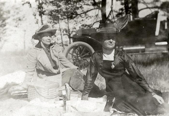 Left: Inez Gifford, Right: Ruby Austin, circa 1920s
