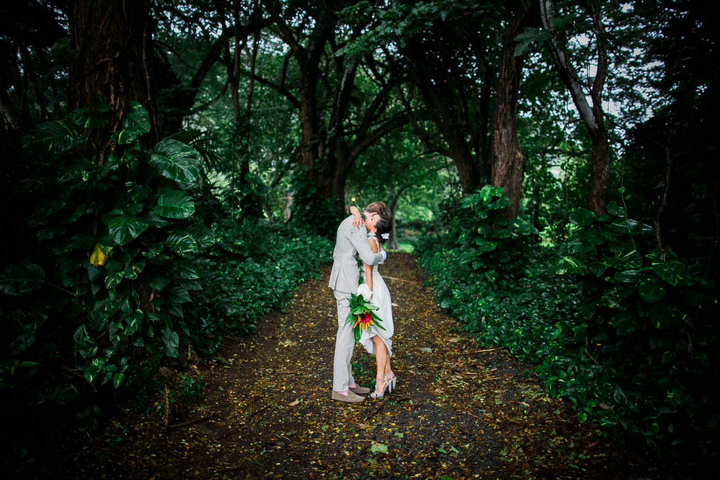 Kualoa_Ranch_Hawaii_wedding.jpg