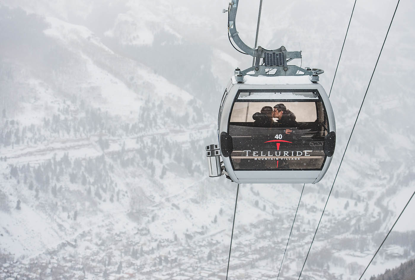 kissing-on-telluride-gondola-in-snow.jpg