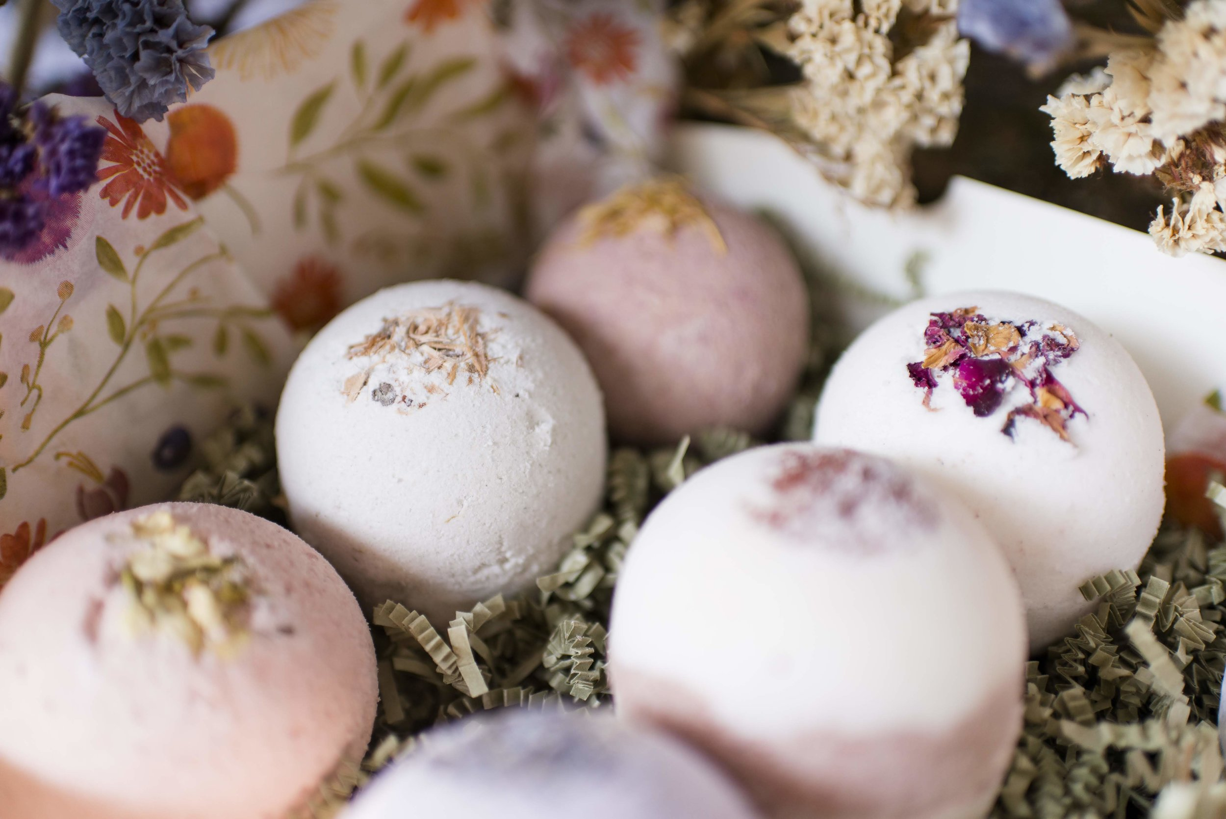 Who doesn't love to pamper herself with a luxury bath? Indulge in these JUMBO bath bombs by Cricket n Willow, and take your bath experience to a whole new level. Nourishing for your skin, amazing scents, including Jasmine Lavender and Lavender Citrus!  www.cricketnwillow.etsy.com
