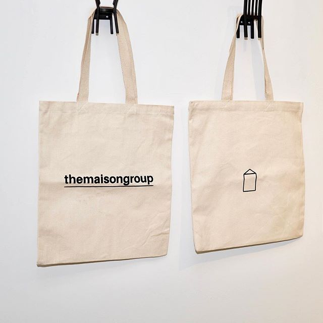 there is nothing we love more than collecting some well-designed merchandise, so it was only right that we created some of our own! themaisongroup merchandise includes our custom made cotton totes, natural wood pencils, three shades of buttons, t-shirts and more! centered around earth-tones, our organically designed merch was done by yours truly, sophie dhaliwal💌 merch was complemented by some pastel-toned cupcakes and custom labelled/crafted wine bottles! - 📸: @colourblindphotography_ - like what you see? email us or message us on our website to come take a look and fill a goodie bag of your own [by appointment only] - #themaisongroup #realestate #realtors #torontorealestate #realestateteam #merchandise #organic #earthtones #welovemerch
