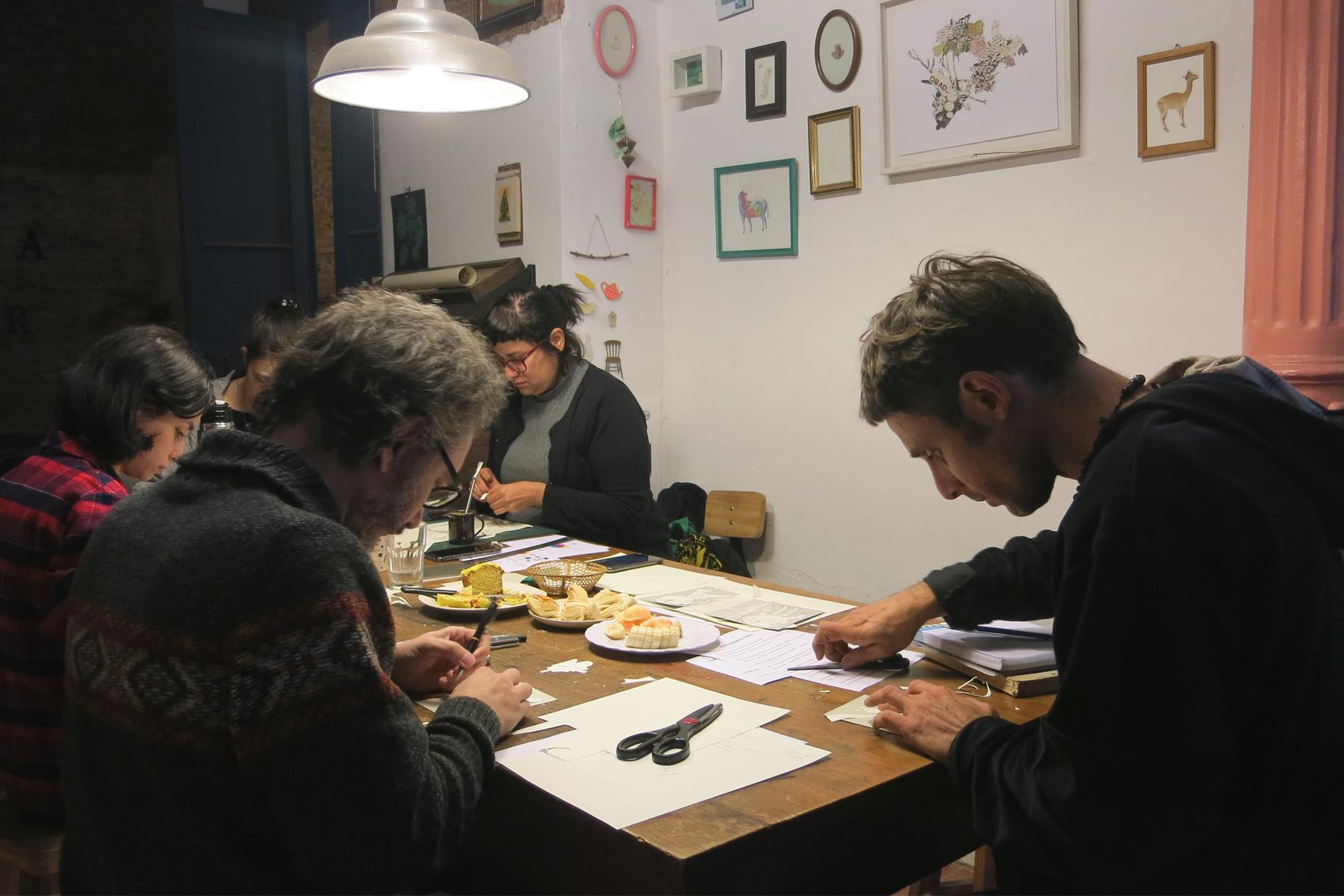 1-iluspress-ilustracion-fotopolimeros-grabado-taller-letra-por-letra-papel-principal-letterpress-imprenta-tipografica-1.jpg