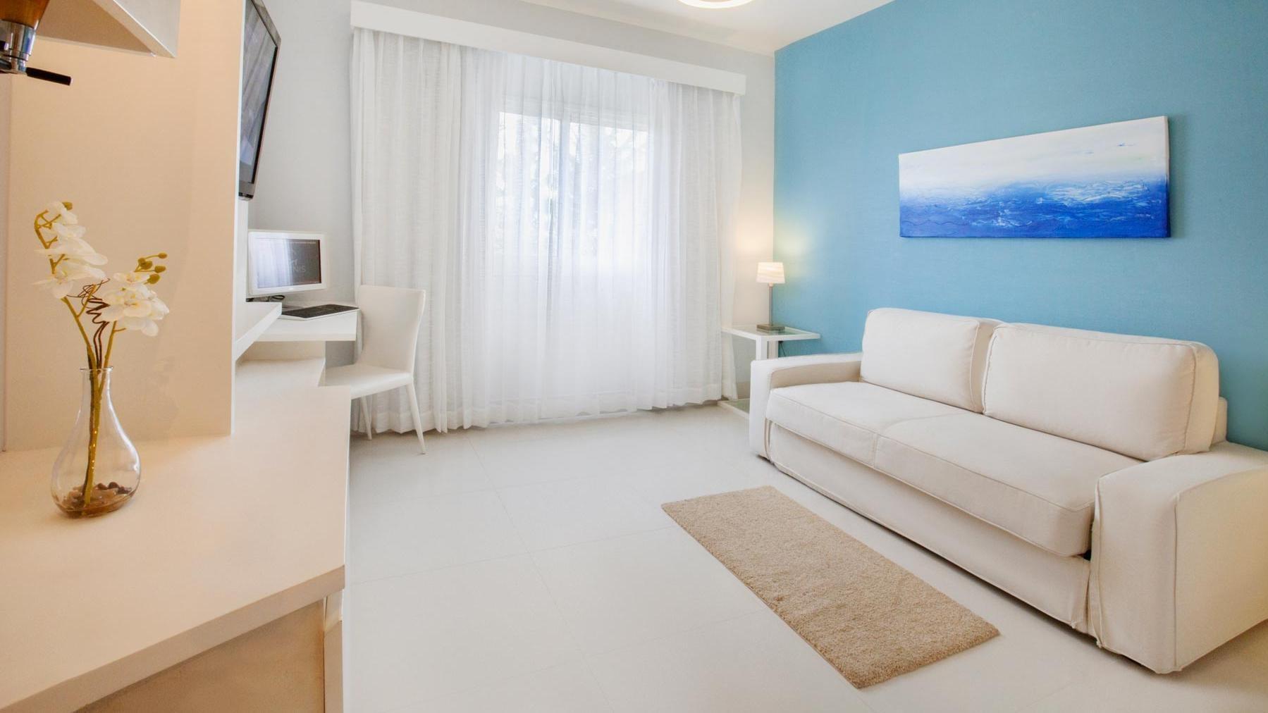 Punta-Cana-Club-Mini_sofa.jpg