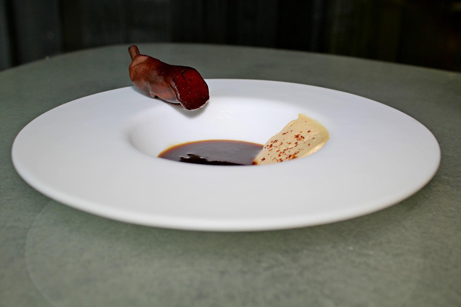 Platano oxidado con foie y anis estrellado