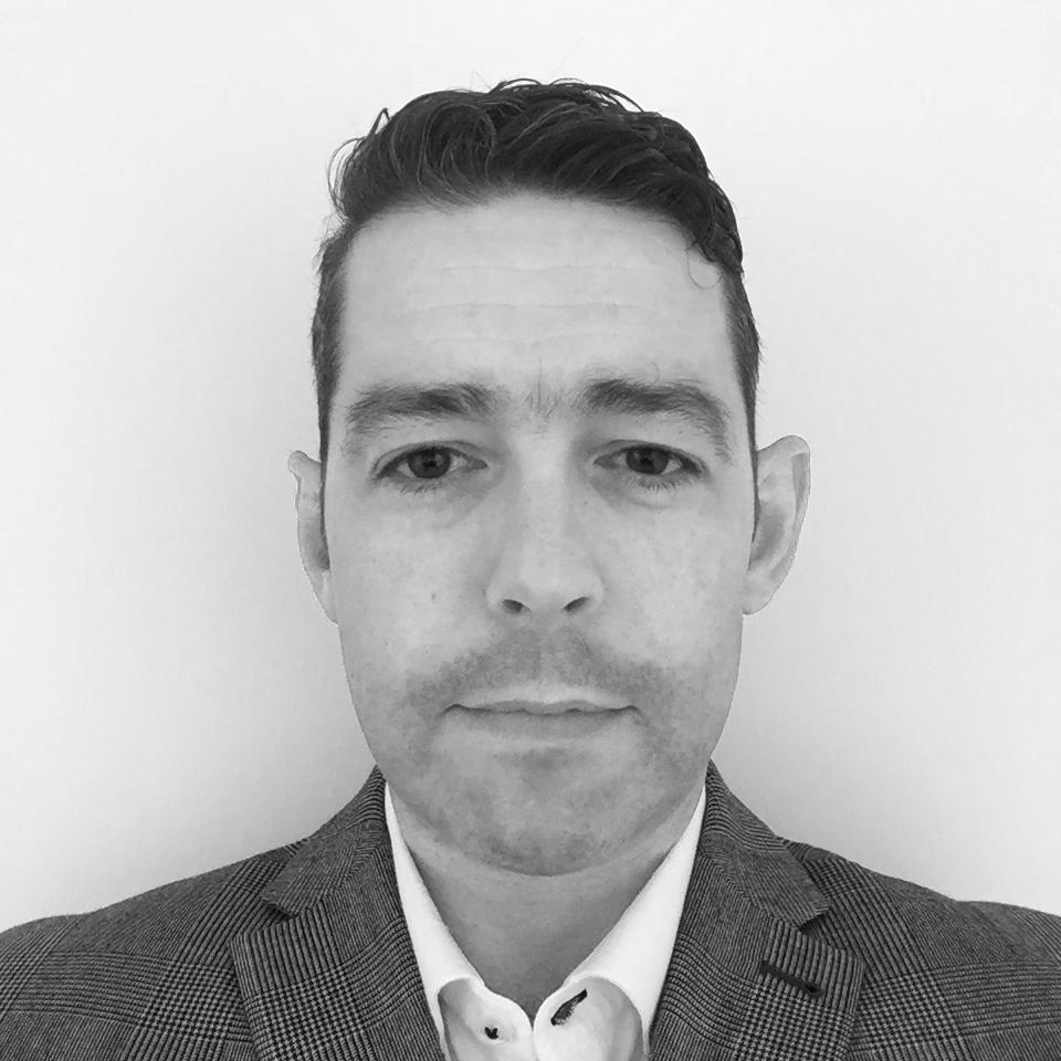 Peter McCaul   Péarlaí: CEO