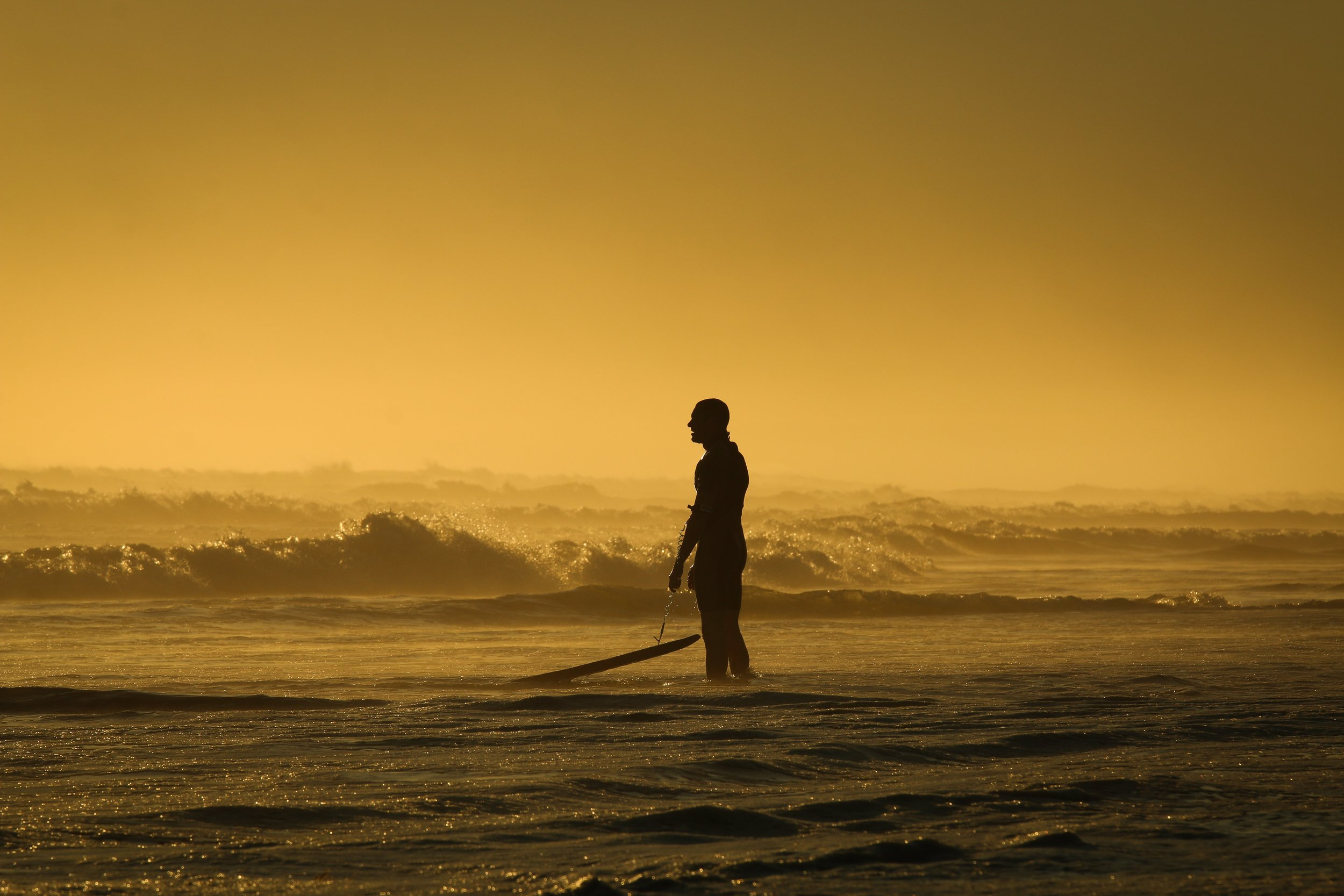 backlit-beach-dusk-147414.jpg