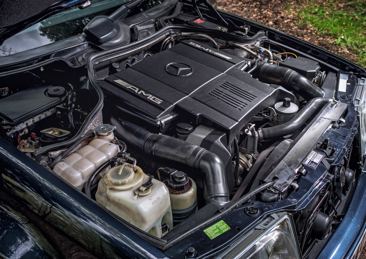 Mercedes-E60-Engine.jpg
