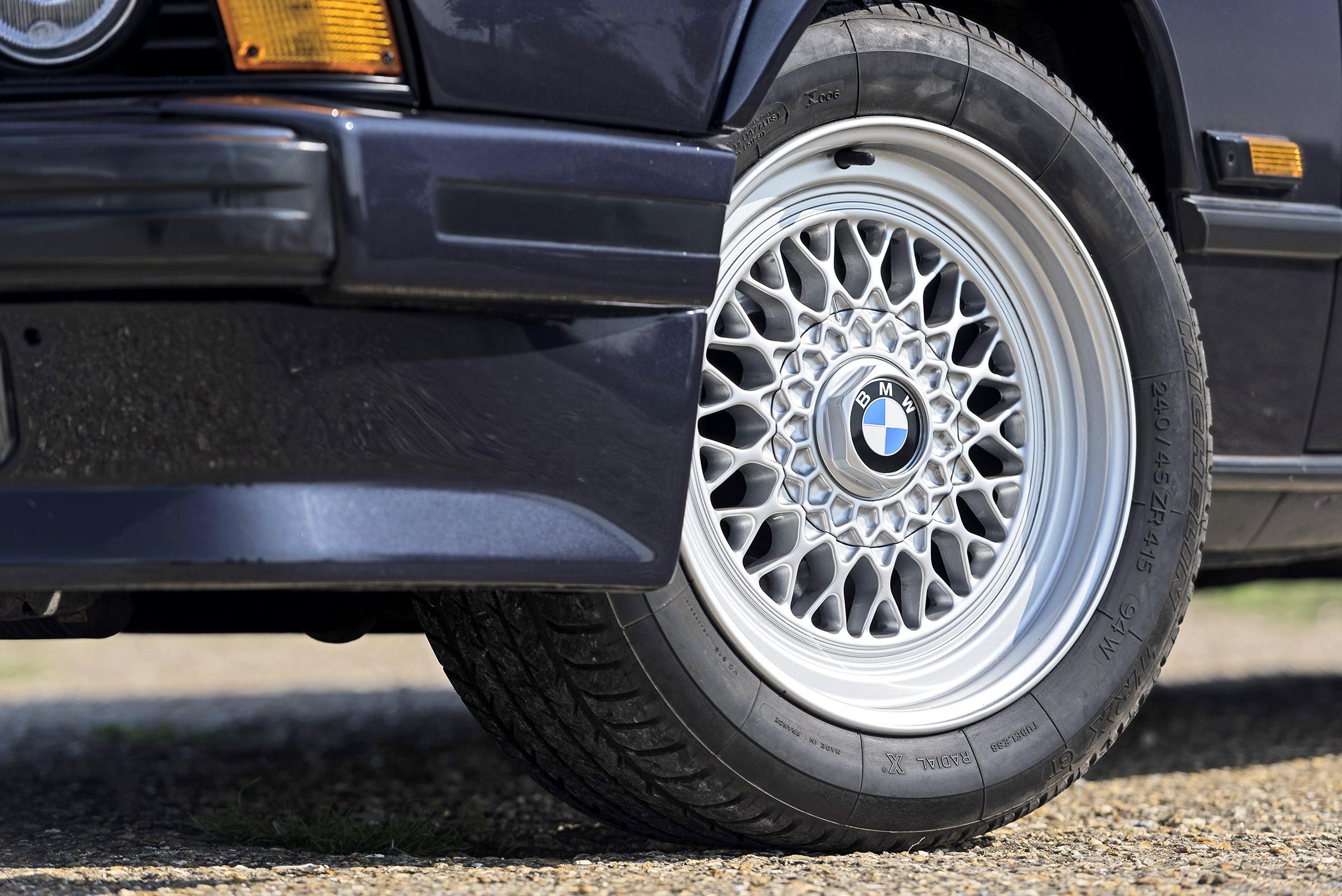 modernclassics-BMW-635i-Mercedes-E320-jordanbutters-26.jpg