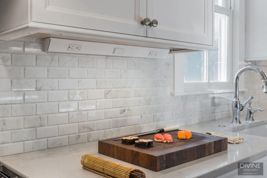 kitchen backsplash no outlets