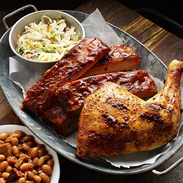 Thursday Noms! 😍🤤 #FamousDavesBBQ #FamousDavesQue #FamousDaves #FamousFood #FamousFamily #RoastedChicken #FDNation #BBQNoms #QueNoms #BBQ #Que #Food #BBQFood #FoodForFoodies #Foodies #ForkYeah #HogHeaven #Ribalicious