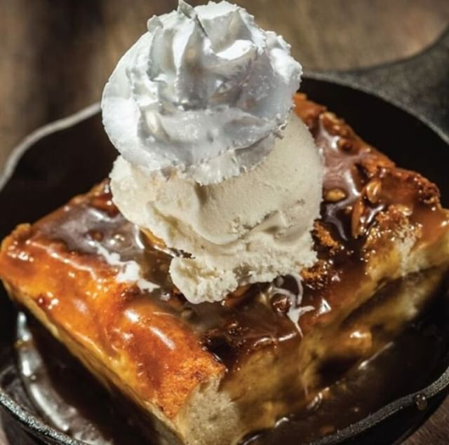 It isn't too late to grab something delish to sweeten up your weekend! #FamousDavesBBQ #FamousDavesQue #FamousDaves #FamousFamily #FamousFood #FamousDessert #Dessert #Sweet #SweetNoms #Saturday #SaturdaySweetness #Food #FoodPhotography #FoodForFoodies