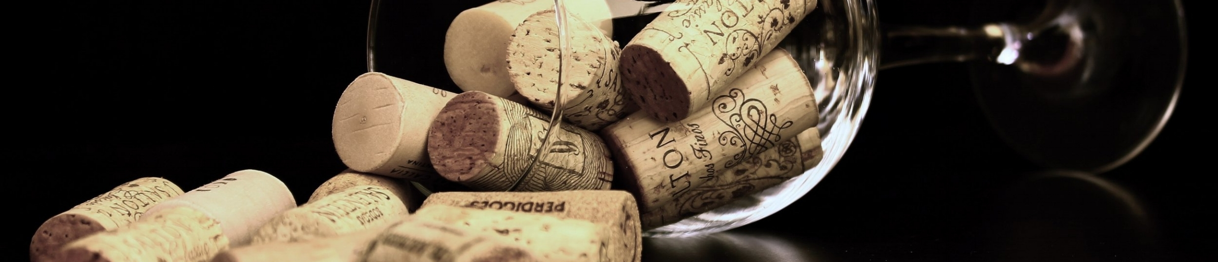 corks-wine-glass-36741.jpg
