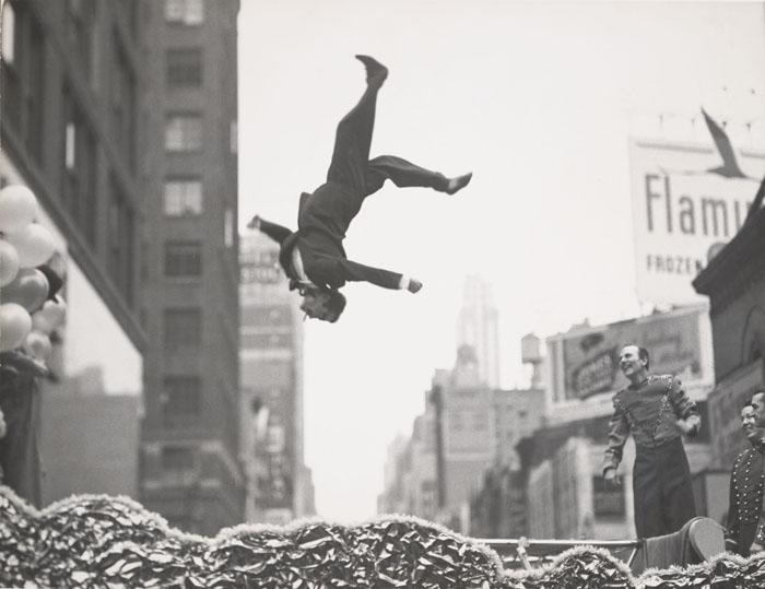 Garry Winogrand - New York, 1955 - Garry Winogrand Archive, Center for Creative Photography, The University of Arizona. © The Estate of Garry Winogrand, courtesy Fraenkel Gallery, San Francisco
