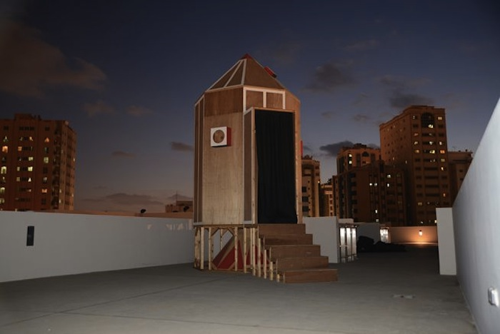 Frank Harris, Spaceship Sharjah, 2014, installation, wood, lenses and paint