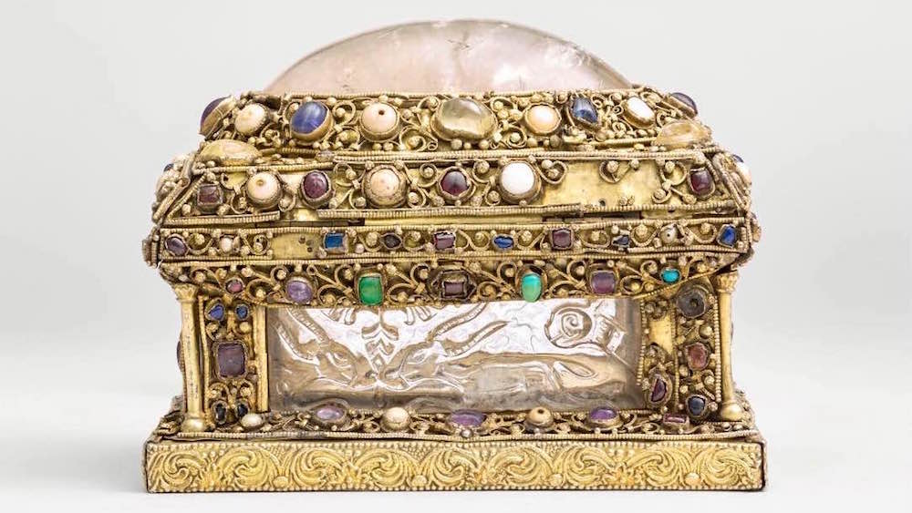 Relinquery casket made from Fatimid rock crystal plaques.jpg