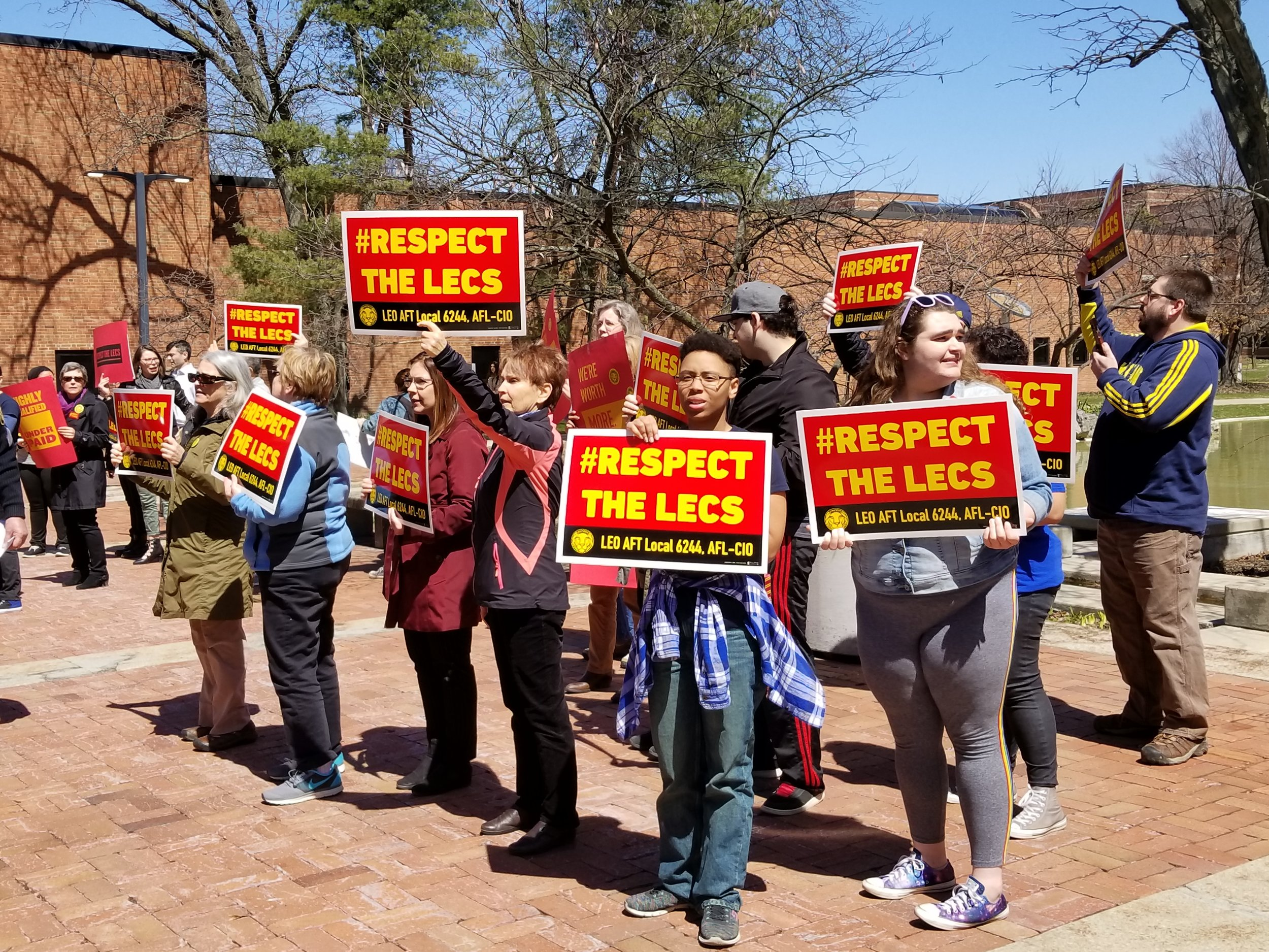 UM Dearborn students support LEO lecturers during contract negotiations in 2018