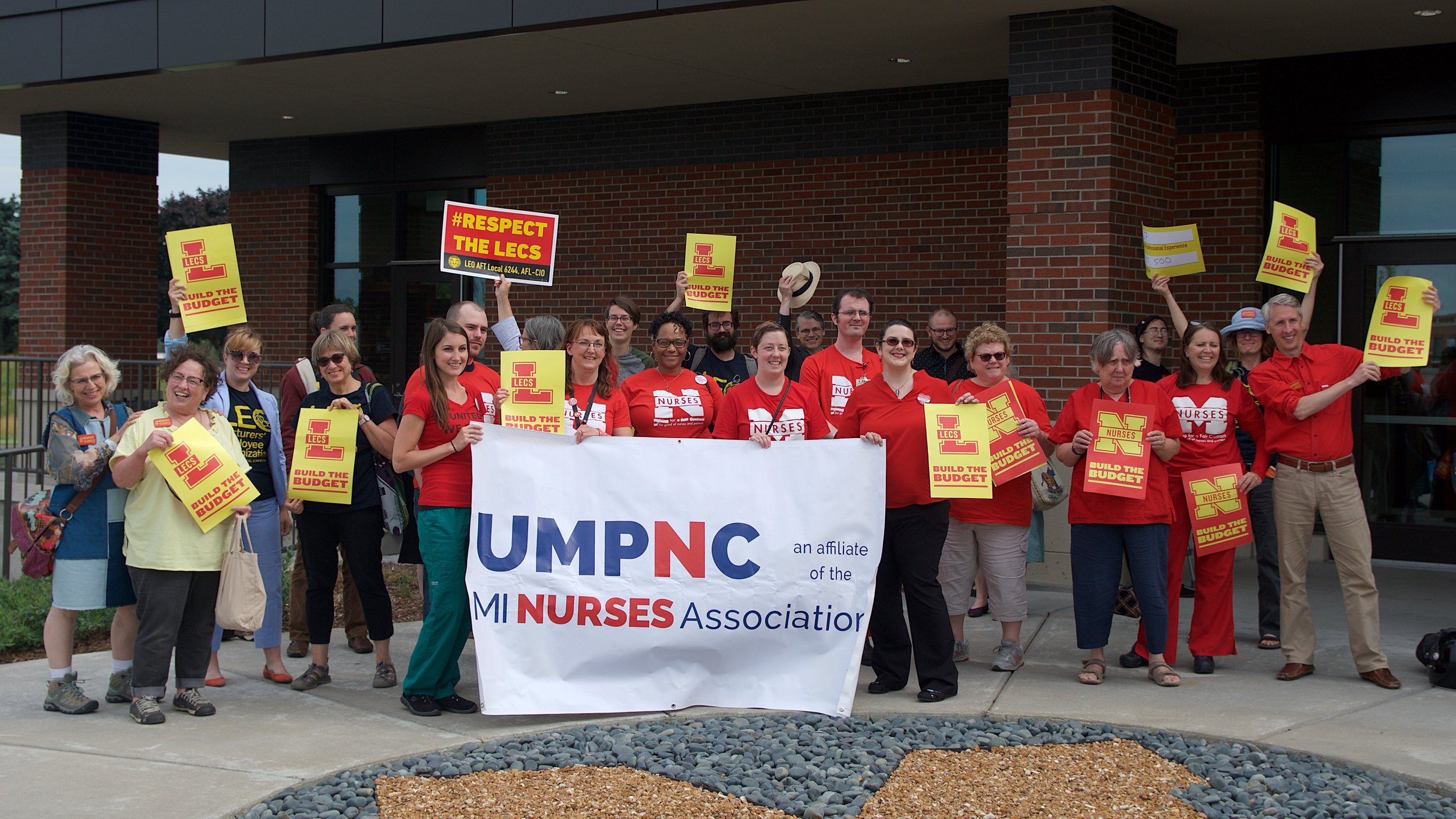 Lecturers and nurses standing together at the Regents' Meeting in June 2018.