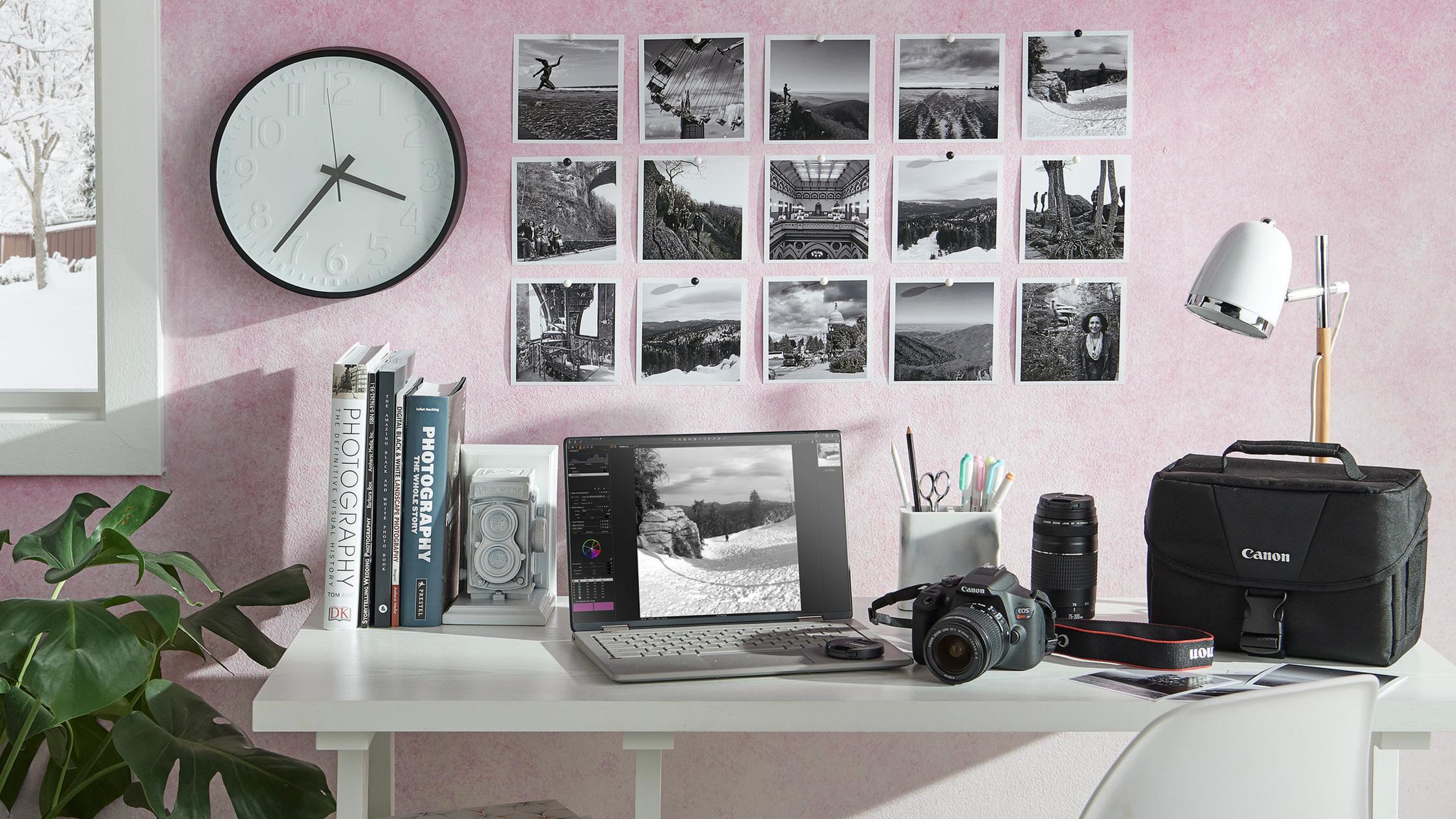 46004_Photographerstudio_ENT_Electronics_Canon_Camera22220_Horz.jpg