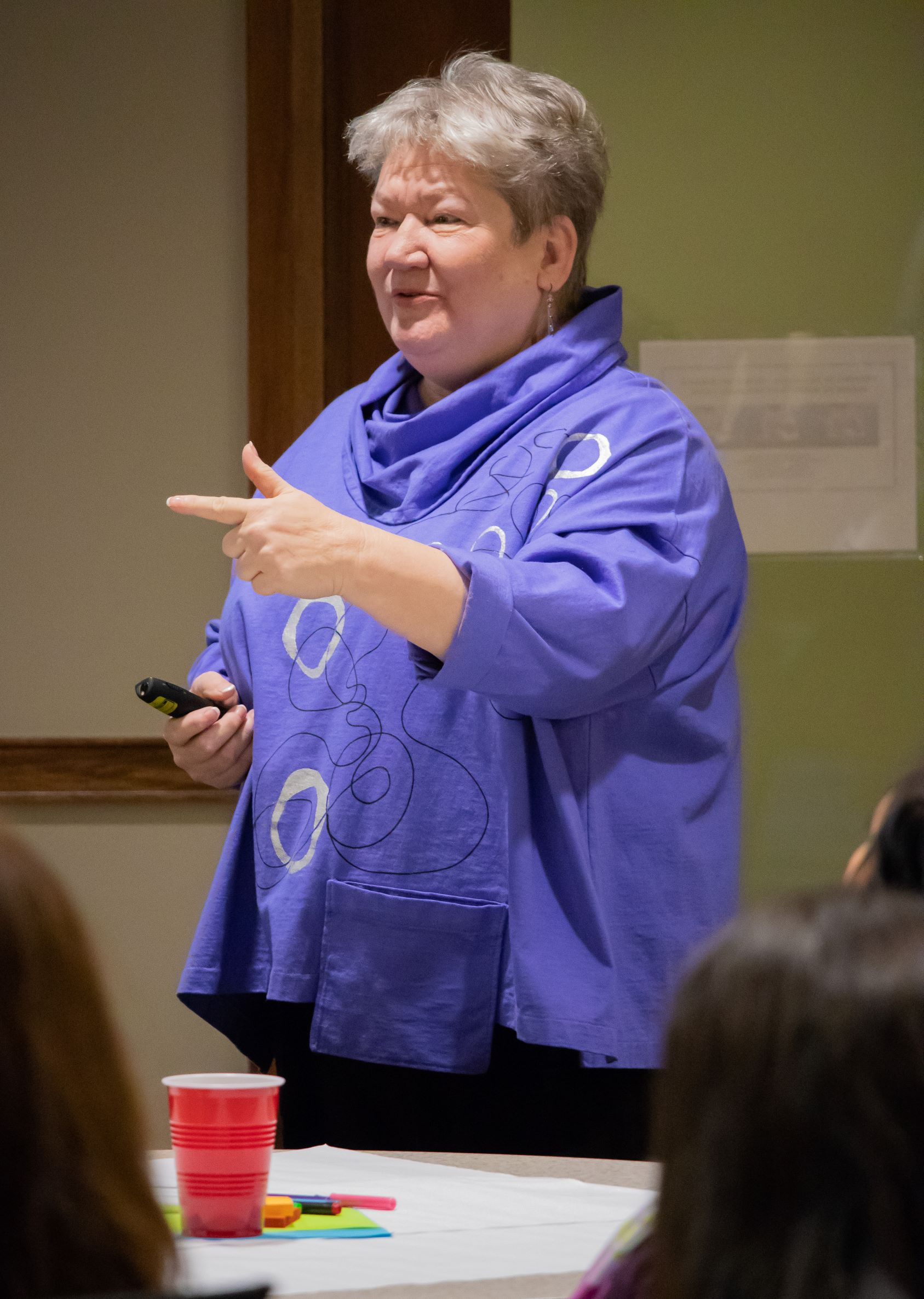 Dr. Liz Lottes speaks to a group of PLA alumni