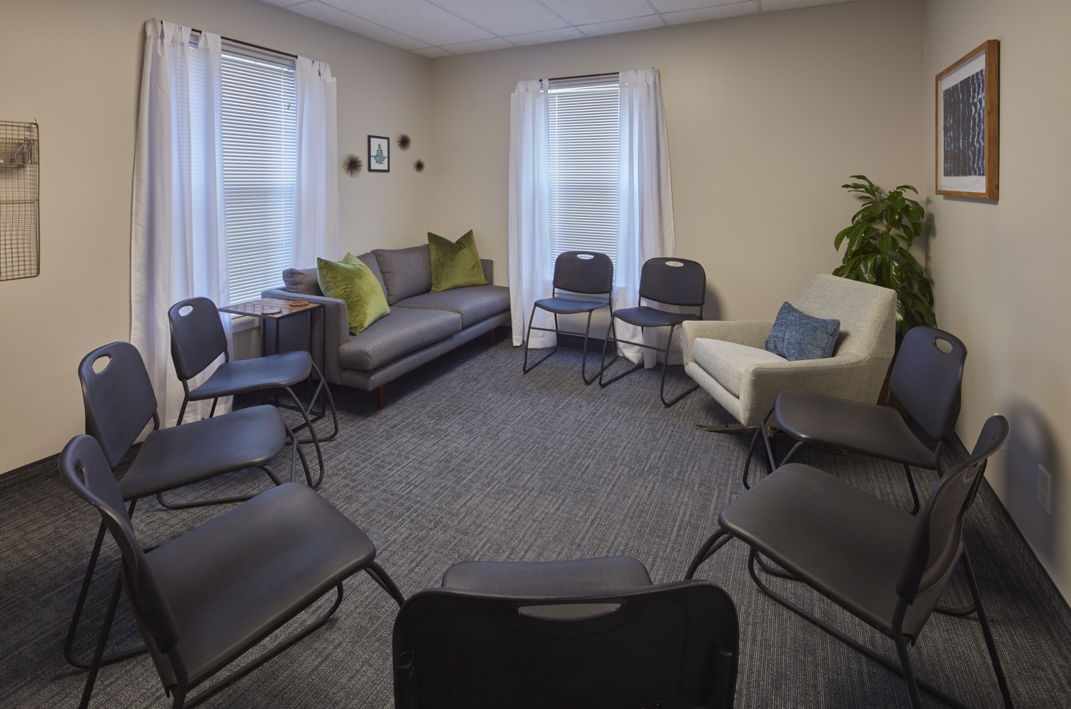 b.mindful Louisville Group Room (Moberly Photography)